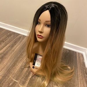 Woman's synthetic blonde straight wig